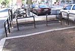 """Rebus pedonale - Riceviamo e pubblichiamo da un lettore questa foto-appello.  Al quartiere Africano,  quello  che un tempo era un passaggio pedonale a metà tra viale Etiopia e  piazza  Addis Abeba è diventato un «rebus pedonale» dopo la conclusione dei lavori per il Pup (il parcheggio urbano). La piazza, sebbene restituita ai residenti «è  diventata un'inspiegabile """"gabbia"""" senza alcuna logica né utilità». Lavori terminati a luglio, eppure la sistemazione «definitiva» appare assurda: «Con che criterio - chiede il lettore - sul  marciapiede sono state collocate sbarre e transenne?». E denuncia poi: «Sull'altro marciapiede lato stazione, in piazza Addis Abeba, è stato costruito uno scivolo per  disabili laddove non sono però presenti strisce pedonali ed il  dislivello non è segnalato in alcun modo e questo potrebbe essere causa  di cadute per i pedoni» (foto Flavio Desideri)"""