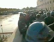 Gli studenti asserragliati sui muraglioni del Tevere il 14 novembre (Jpeg)