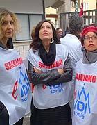 Lavoratori dell'Idi sostengono la protesta sul tetto (Jpeg)