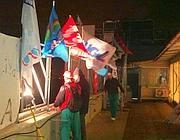 I sindacalisti sul tetto dell'Idi nella notte tra giovedì e venerdì (Ansa)