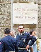 Agenti di polizia al ministero del Lavoro