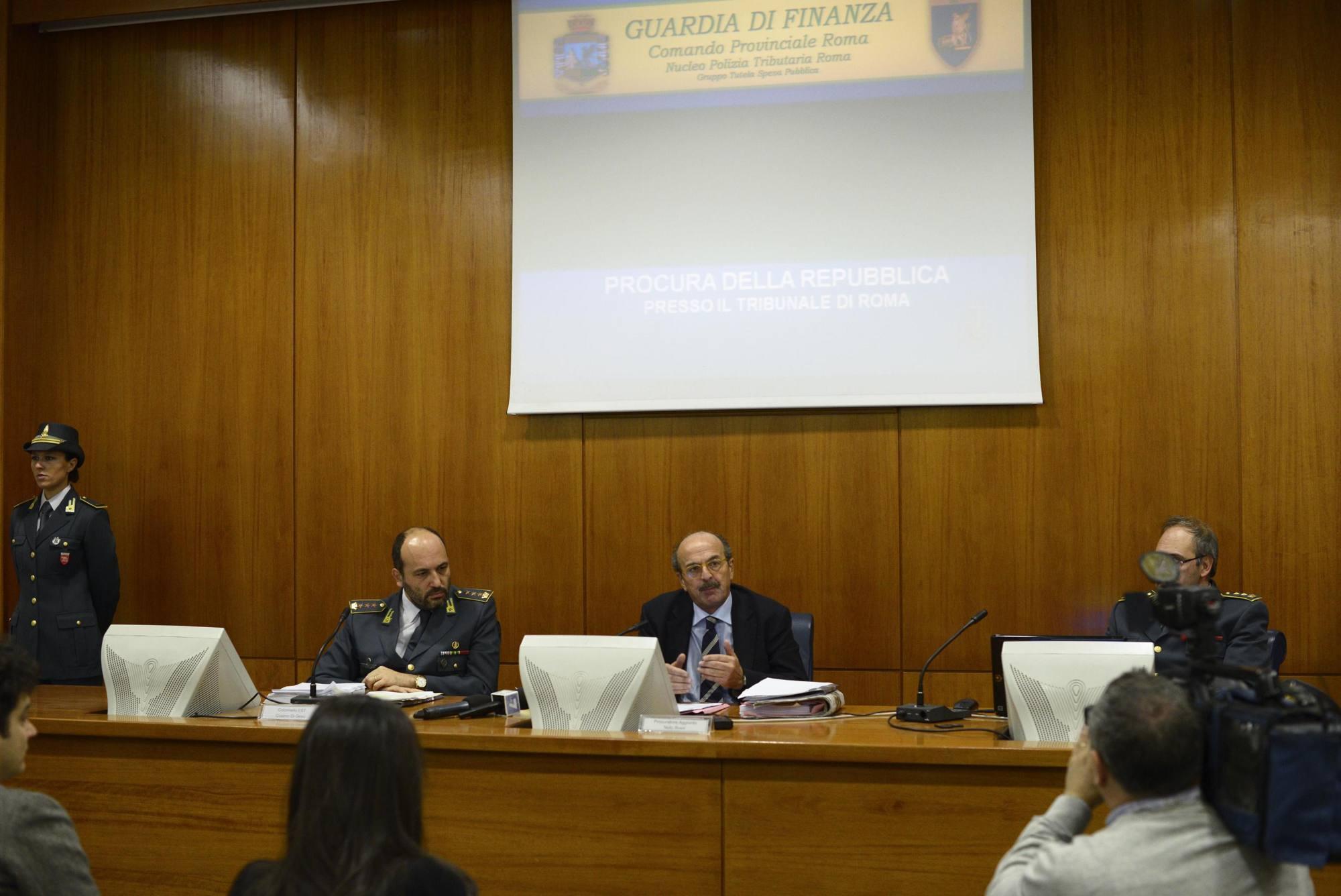 Conferenza stampa nella sede del Nucleo tributario della Finanza (Ansa)