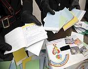 Il materiale mostrato durante la conferenza stampa dei carabinieri (Proto)