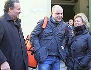 Vincenzo Maruccio tra i suo avvocati (Ansa)