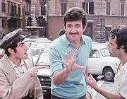 Proietti (al centro) in una scena del film «Febbre da cavallo»