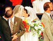 Un'immagine di archivio di matrimoni di coppie gay (Ansa)