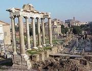 Le colonne del Tempio di saturno nei Fori Imperiali a Roma (Jpeg)