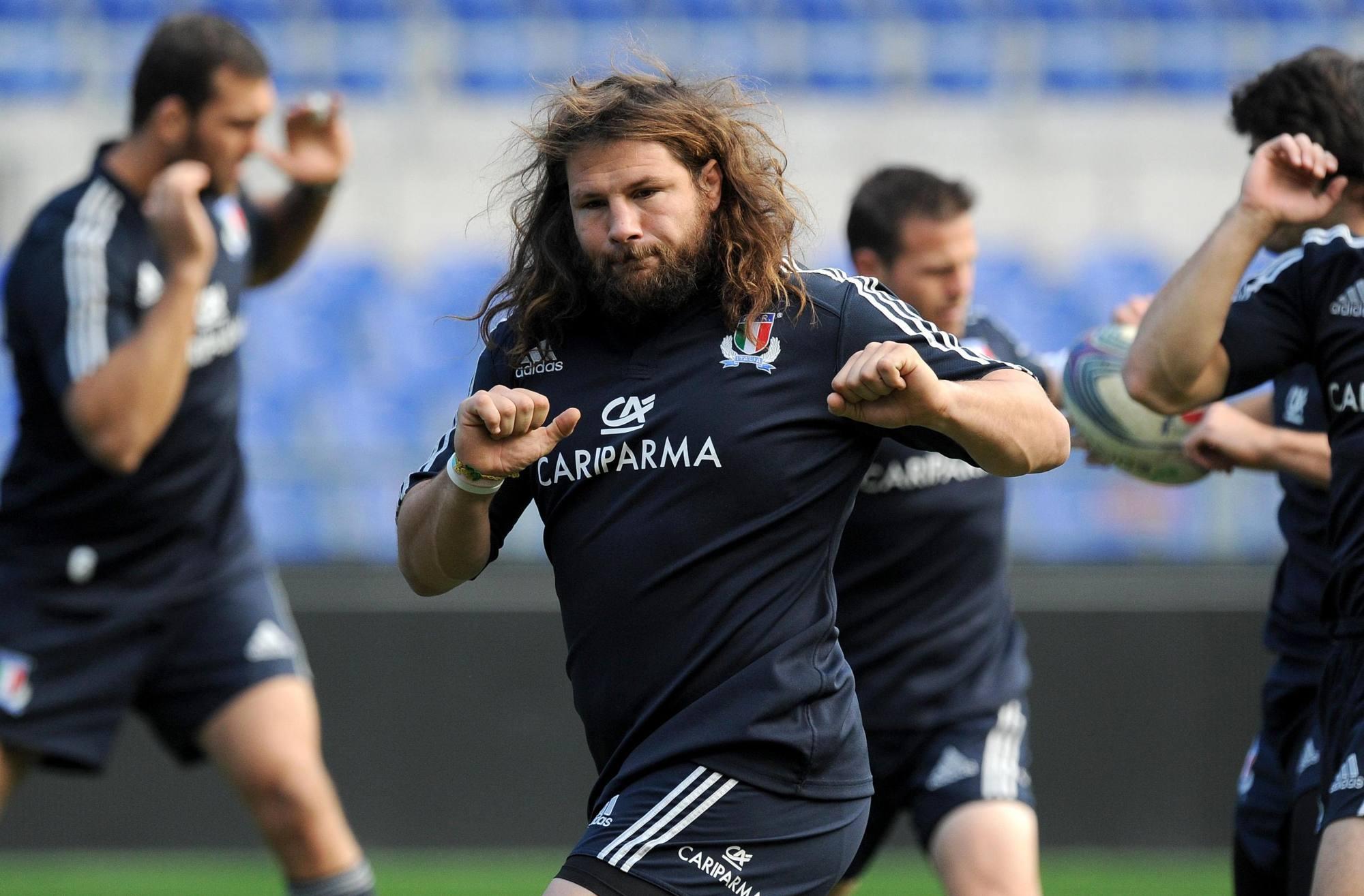 Rugby-mania  «Castro» vende anche i biglietti - Corriere Roma 9d0f315656b