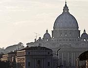 L'alba su San Pietro a 11 giorni dall'addio del Papa al soglio pontificio (Jpeg)