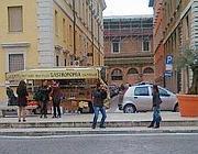 Il camionbar in via della Conciliazione (Garrone)