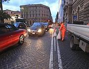 Traffico a piazza Cavour a causa della buca (Jpeg)