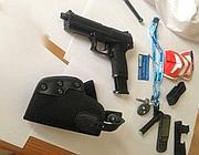 Le armi trovate addosso al presunto omicida (Proto)