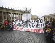 Striscioni per il Papa all'Angelus del 24 febbraio