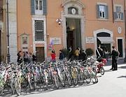 Biciclette in piazza San Lorenzo in Lucina