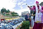 Auto benedette - La benedizione degli automezzi avvenuta domenica, dedicata a Santa Francesca Romana (Foto Jpeg)