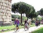 Ciclisti sul tracciato dell'Appia Antica (Ansa)
