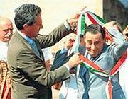 Sordi riceve la fascia da sindaco da Frencesco Rutelli (LaPresse)