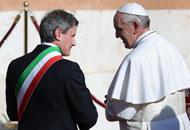Papa Francesco e il sindaco Gianni Alemanno a san Giovanni in Laterano