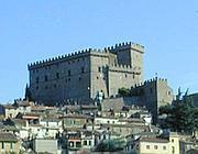 Il castello e il suo borgo (Ansa)