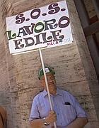 Una protesta di lavoratori dell'edilizia (Ansa)