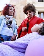 La Lollobrigida con la mamma e una bambina malata (foto Eidon)
