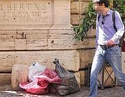 Sacchetti dei rifiuti in via dei Coronari (Jpeg)
