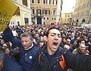 La protesta in piazza (Ansa)