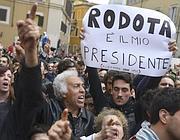 Manifestanti pro Rodotà (Ansa)