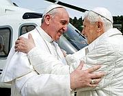 L'ultimo incontro tra i due Papi a Castel Gandolfo (Lapresse)
