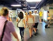 Turisti nella metropolitana di Roma (foto Jpeg)