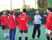 La squadra al briefing con l'allenatore (foto D'Oro)