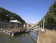 Una delle poche banchine rimaste integre, vicino all'Isola Tiberina (Jpeg)