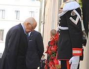 Napolitano depone la corona di fiori (Ansa)