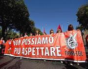 Lo striscione di apertura del corteo della Fiom a Roma (Ansa)