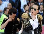 Psy durante l'esibizione allo stadio Olimpico