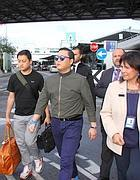 L'arrivo di Psy a Fiumicino (Ansa)
