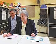 Alemanno al voto con mamma Teresa (Jpeg)