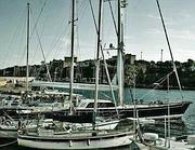 Vele e yacht nel porto nuovo di Ventotene