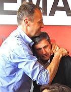 Alemanno   abbracciato da Antonio Lucarelli (Jpeg)