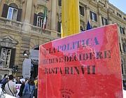 La manifestazione del comitato 16 novembre in via XX Settembre (LaPresse)
