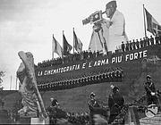 Propaganda fascista in una foto dell'Archivio Luce