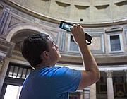 Un turista nel Pantheon