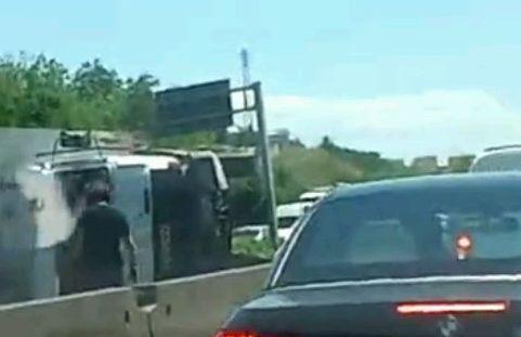 Un camion rovesciato sulla strada 148 Pontina