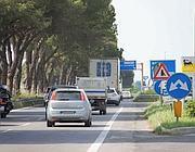 Sovrapposizione di cartelli sulla Pontina