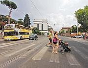 Strisce pedonali in  via Labicana: perché non creare una pista ciclabile?