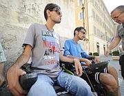 I fratelli Sandro e Marco Biviani in catene (foto Jpeg)
