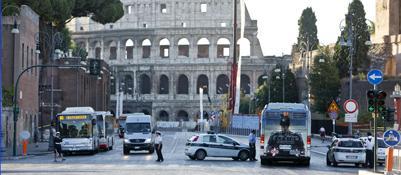 Stop all'accesso al Colosseo: da sabato solo a piedi (Ansa)