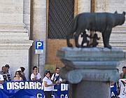 Un sit-in anti discarica in Campidoglio (foto Jpeg)