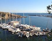 Yacht e vele a Cala Rossano nell'area del Porto Nuovo (foto Zanini)