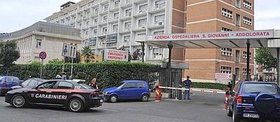 I carabinieri del Nas controllano l'ospedale del San Giovanni Addolorata (foto Proto)
